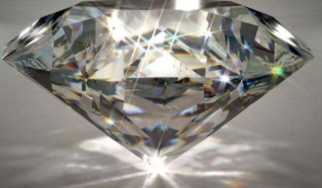 钻石 每克拉约1400美元